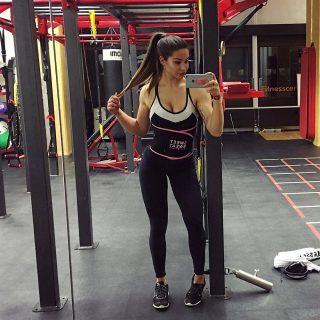 Love It, Lift It! 💪🏽❤️ • • • • • • #SweetSweat #Results #cardioworkout #sweetsweatnederland #waisttrimmer #buikspieren #afvallen #zweet #zweetband #zweten #cardio #fitness #warmup #followme #motivatie #afslankband #beachbody #summerbody #killerbody #bodysculpting #gezondafvallen #fitness #waistshaper #workout #workoutmotivation #fitdutchies #coronakilos #loopbands #kickboxing #trimmercleaningspray #saunabelt