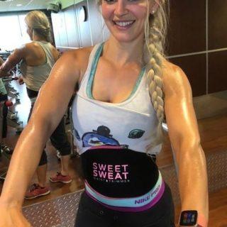 Ga jij ook onze Waist Trimmer vandaag gebruiken? 💦  • • • • • • #SweetSweat #Results #cardioworkout #sweetsweatnederland #waisttrimmer #buikspieren #afvallen #zweet #zweetband #zweten #cardio #fitness #warmup #followme #motivatie #afslankband #beachbody #summerbody #killerbody #bodysculpting #gezondafvallen #fitness #waistshaper #workout #workoutmotivation #fitdutchies #coronakilos #loopbands #kickboxing #trimmercleaningspray #saunabelt