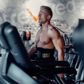 Sweet Sweat Waist Trimmer,  ook voor mannen!🏋🏽♂️🙊 ・・・ #SweetSweat #Results #cardioworkout #sweetsweatnederland #waisttrimmer #buikspieren #afvallen #zweet #zweetband #zweten #cardio #fitness #warmup #followme #motivatie #afslankband #beachbody #summerbody #killerbody #bodysculpting #gezondafvallen #fitness #waistshaper #workout #workoutmotivation #fitdutchies #coronakilos #loopbands #kickboxing #trimmercleaningspray #saunabelt