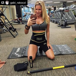 Laten we gaan zweten.🔥🔥🔥   #SweetSweat #Results #cardioworkout #sweetsweatnederland #waisttrimmer #buikspieren #afvallen #zweet #zweetband #crossfit #cardio #fitness #warmup #followme #motivatie #afslankband #beachbody #summerbody #killerbody #bodysculpting #gezondafvallen #fitness #waistshaper #workout #workoutmotivation #fitdutchies #coronakilos #loopbands #kickboxing #trimmercleaningspray #saunabelt
