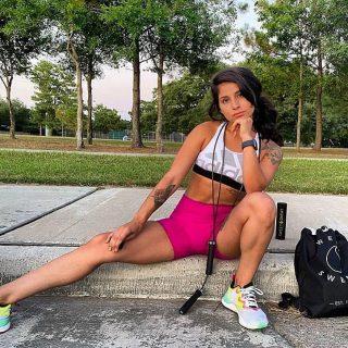 @ashavilafit gaat maximaal in haar buitentraining met Sweet Sweat 🙌🏽💦  #SweetSweat #Results #cardioworkout #sweetsweatnederland #waisttrimmer #buikspieren #afvallen #zweet #zweetband #crossfit #cardio #fitness #warmup #followme #motivatie #afslankband #beachbody #summerbody #killerbody #bodysculpting #gezondafvallen #fitness #waistshaper #workout #workoutmotivation #fitdutchies #coronakilos #loopbands #kickboxing #trimmercleaningspray #saunabelt