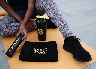"""Fitness"" is ons favoriete woord.🌝👍  #SweetSweat #Results #cardioworkout #sweetsweatnederland #waisttrimmer #buikspieren #afvallen #zweet #zweetband #crossfit #cardio #fitness #warmup #followme #motivatie #afslankband #beachbody #summerbody #killerbody #bodysculpting #gezondafvallen #fitness #waistshaper #workout #workoutmotivation #fitdutchies #coronakilos #loopbands #kickboxing #trimmercleaningspray #saunabelt"