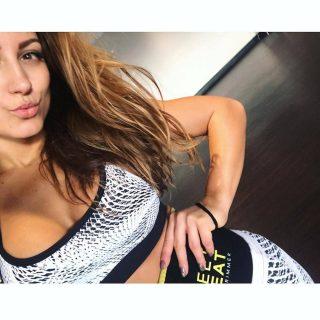 Houd voldoende van jezelf om een gezonde levensstijl te leiden.❤🤗  #SweetSweat #Results #cardioworkout #sweetsweatnederland #waisttrimmer #buikspieren #afvallen #zweet #zweetband #crossfit #cardio #fitness #warmup #followme #motivatie #afslankband #beachbody #summerbody #killerbody #bodysculpting #gezondafvallen #fitness #waistshaper #workout #workoutmotivation #fitdutchies #coronakilos #loopbands #kickboxing #trimmercleaningspray #saunabelt