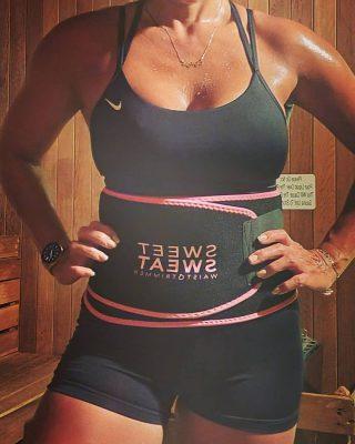 Saunatijd met mijn favoriete Sweet Sweat Waist Trimmer 💦  #SweetSweat #Results #cardioworkout #sweetsweatnederland #waisttrimmer #buikspieren #afvallen #zweet #zweetband #crossfit #cardio #fitness #warmup #followme #motivatie #afslankband #beachbody #summerbody #killerbody #bodysculpting #gezondafvallen #fitness #waistshaper #workout #workoutmotivation #fitdutchies #coronakilos #loopbands #kickboxing #trimmercleaningspray #saunabelt