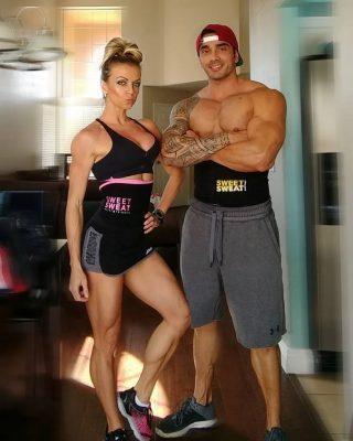 Samen trainen, twee keer zo leuk!! 💪🏼💦😍  #SweetSweat #Results #cardioworkout #sweetsweatnederland #waisttrimmer #buikspieren #afvallen #zweet #zweetband #crossfit #cardio #fitness #warmup #followme #motivatie #afslankband #beachbody #summerbody #killerbody #bodysculpting #gezondafvallen #fitness #waistshaper #workout #workoutmotivation #fitdutchies #coronakilos #loopbands #kickboxing #trimmercleaningspray #saunabelt