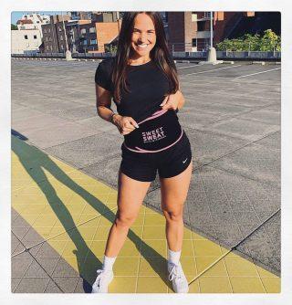"""Hardlopen en fysieke inspanning is goed voor lichaam en geest ....""💦  #SweetSweat #Results #cardioworkout #sweetsweatnederland #waisttrimmer #buikspieren #afvallen #zweet #zweetband #crossfit #cardio #fitness #warmup #followme #motivatie #afslankband #beachbody #summerbody #killerbody #bodysculpting #gezondafvallen #fitness #waistshaper #workout #workoutmotivation #fitdutchies #coronakilos #loopbands #kickboxing #trimmercleaningspray #saunabelt"