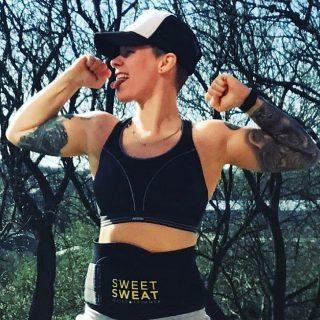Streef naar vooruitgang, niet naar perfectie.😍💪🏼 • • • • • • #SweetSweat #Results #cardioworkout #sweetsweatnederland #waisttrimmer #buikspieren #afvallen #zweet #zweetband #zweten #cardio #fitness #warmup #followme #motivatie #afslankband #beachbody #summerbody #killerbody #bodysculpting #gezondafvallen #fitness #waistshaper #workout #workoutmotivation #fitdutchies #coronakilos #loopbands #kickboxing #trimmercleaningspray #saunabelt