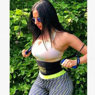 Waar is jouw favoriete outdoor-trainingsplek? ️💦   #SweetSweat #Results #cardioworkout #sweetsweatnederland #waisttrimmer #buikspieren #afvallen #zweet #zweetband #crossfit #cardio #fitness #warmup #followme #motivatie #afslankband #beachbody #summerbody #killerbody #bodysculpting #gezondafvallen #fitness #waistshaper #workout #workoutmotivation #fitdutchies #coronakilos #loopbands #kickboxing #trimmercleaningspray #saunabelt
