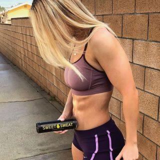 Zodra je resultaat gaat zien wordt het een verslaving💦💪🏼  #SweetSweat #Results #cardioworkout #sweetsweatnederland #waisttrimmer #buikspieren #afvallen #zweet #zweetband #crossfit #cardio #fitness #warmup #followme #motivatie #afslankband #beachbody #summerbody #killerbody #bodysculpting #gezondafvallen #fitness #waistshaper #workout #workoutmotivation #fitdutchies #coronakilos #loopbands #kickboxing #trimmercleaningspray #saunabelt
